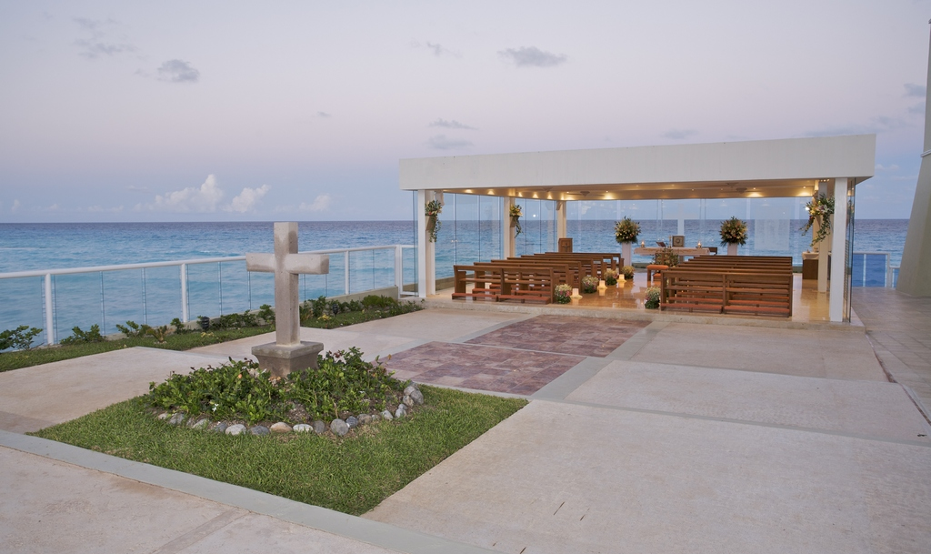 Gran caribe real resort spa modern vacations for Actual home cancun