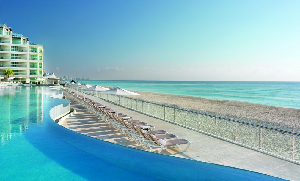 how to call cancun from usa